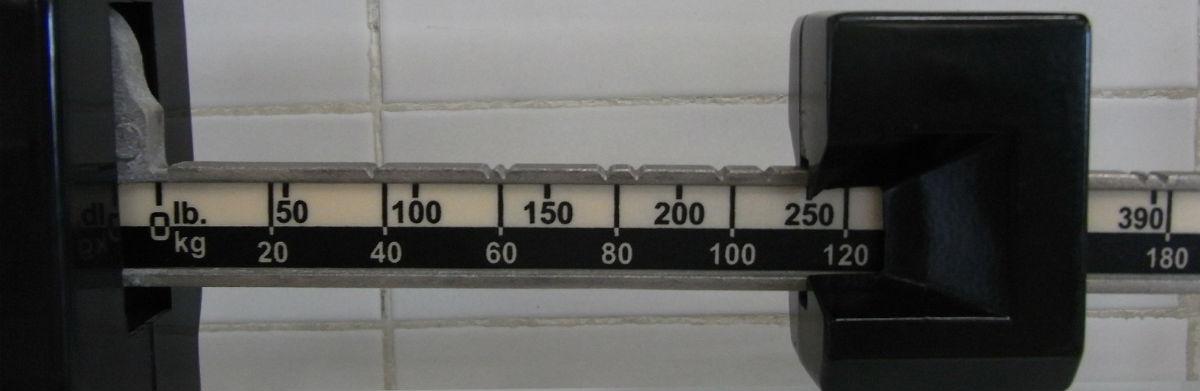 Nærbillede af en gammeldags vægt